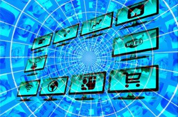 Diverse monitoren met social media logo